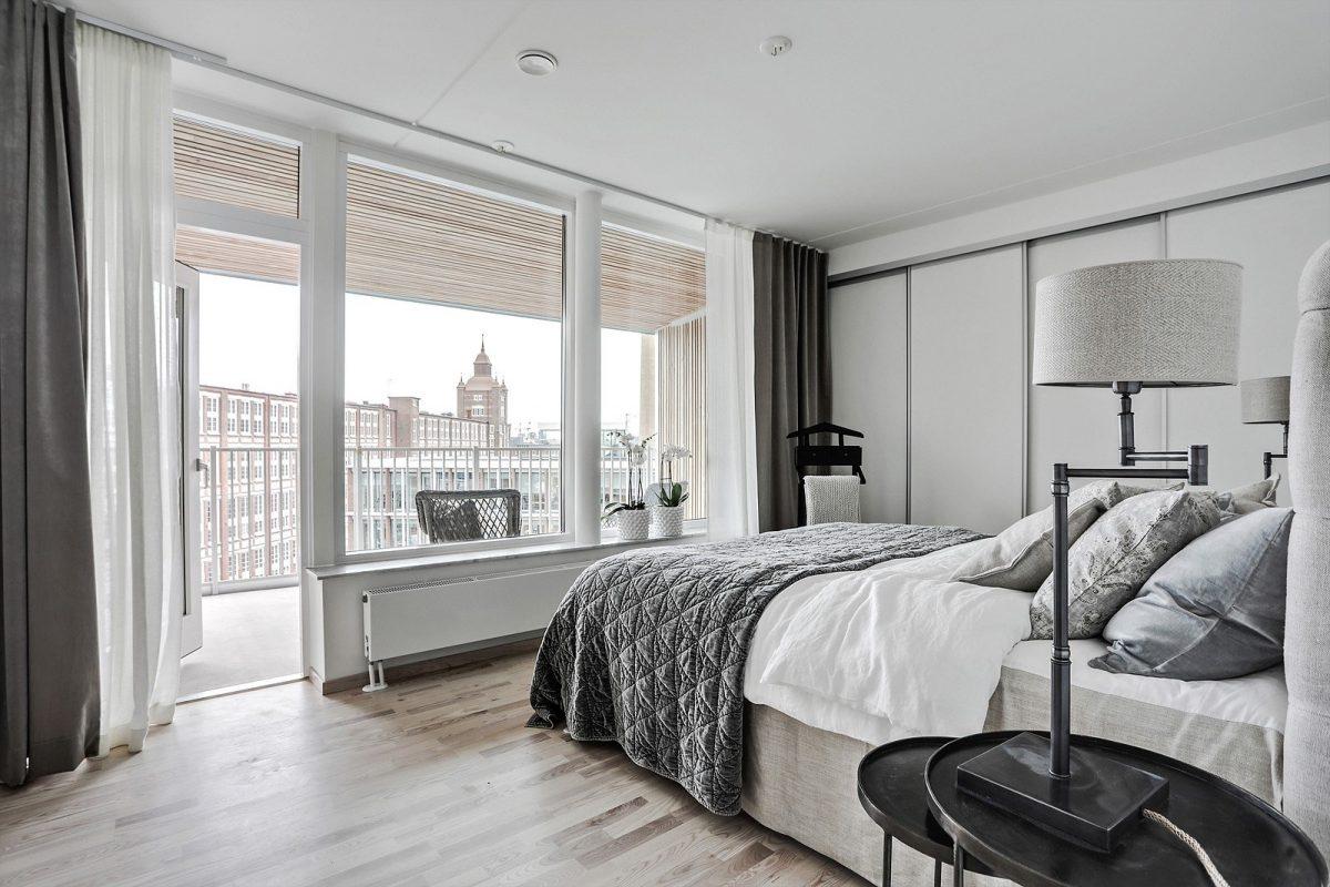 Sovrum med utgång till privat terrass (bild från visningslägenhet 4:a om 116 kvm)