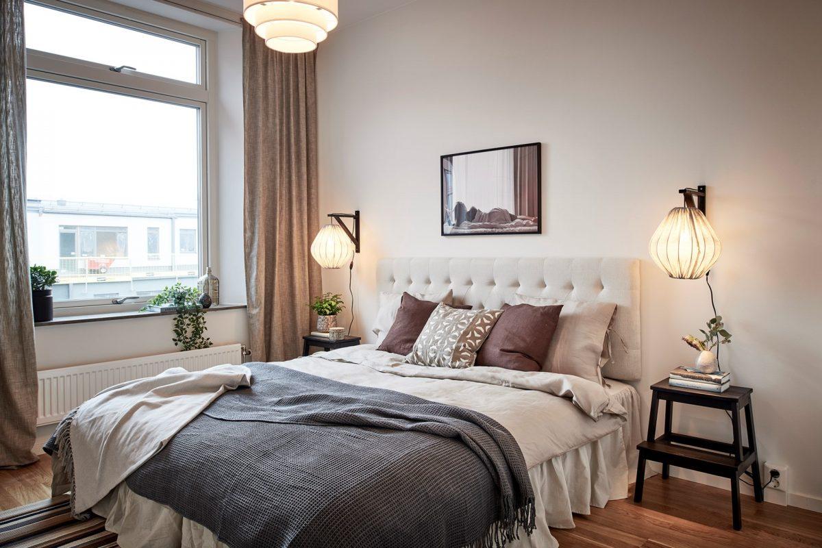 sovrum med fönster